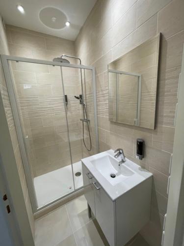 A bathroom at Studio 11 Panier Vieux Port Roof Top
