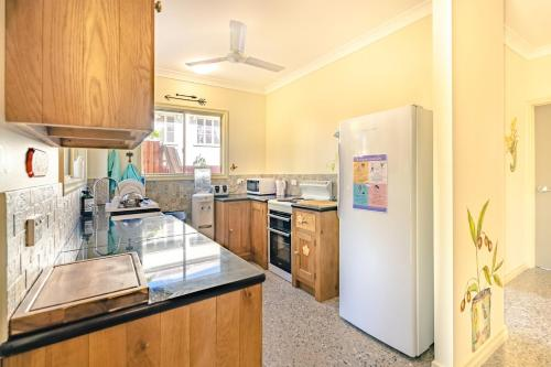 A kitchen or kitchenette at Travellers Oasis