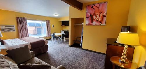 A television and/or entertainment center at Olympic Inn & Suites