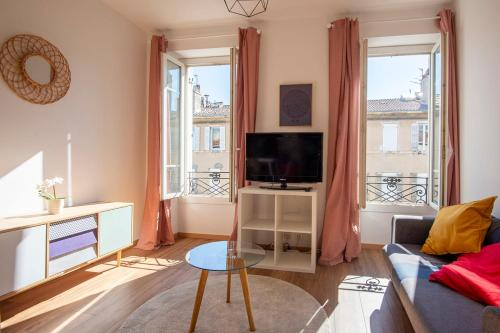 A television and/or entertainment centre at SUPERB apartment in MARSEILLE near the OLD PORT