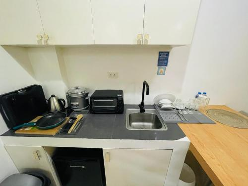 A kitchen or kitchenette at Amable Suites Hotel