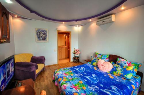 Кровать или кровати в номере Apartment on Tolstogo 19