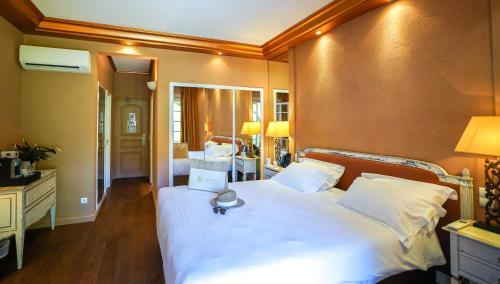 Кровать или кровати в номере Hôtel La Mandarine