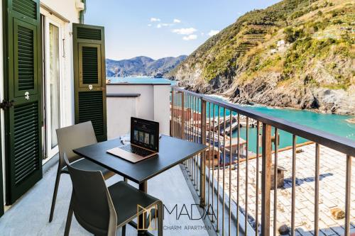 A balcony or terrace at MADA Charm Apartments Jacuzzi