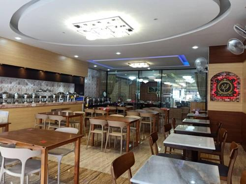 A restaurant or other place to eat at Kinabalu Daya Hotel