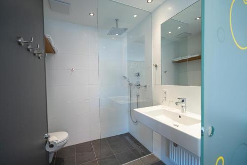 A bathroom at Gasthaus zur Sonne