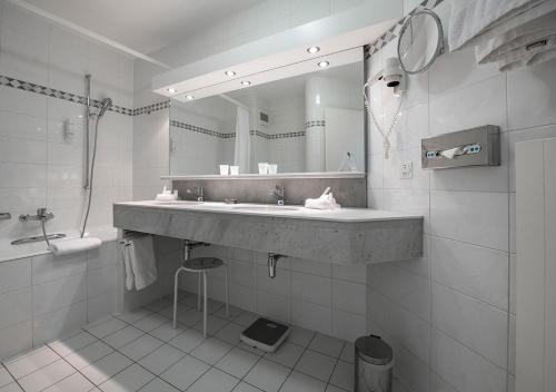 Salle de bains dans l'établissement Hotel Farinet
