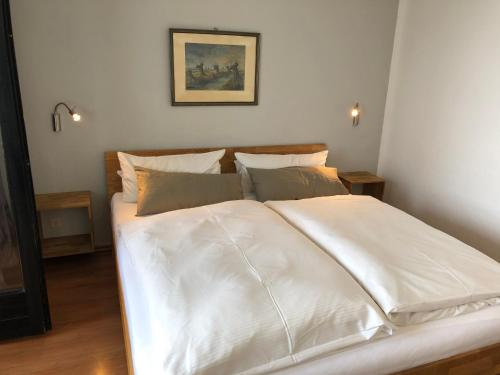 A bed or beds in a room at Seehotel Mardorf