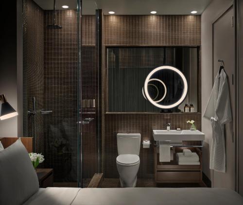 Een badkamer bij ModernHaus SoHo