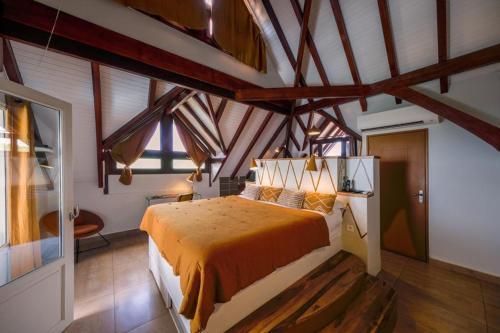 A bed or beds in a room at La Suite Villa