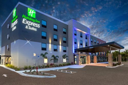 Holiday Inn Express & Suites - Ft Myers Beach-Sanibel Gateway, an IHG Hotel