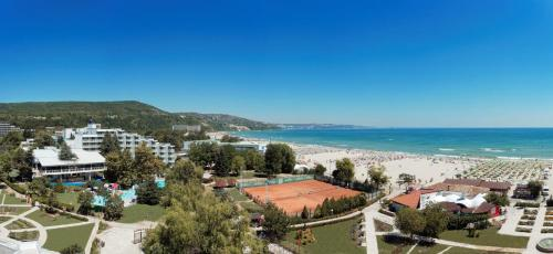 A bird's-eye view of Hotel Sandy Beach