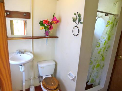Ein Badezimmer in der Unterkunft La Familia Guest House and Natural Farm