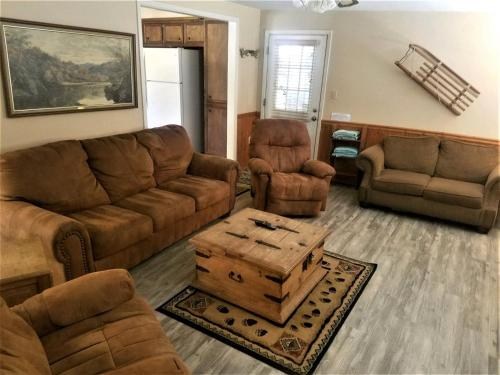 A seating area at Antlers at Cedar Creek