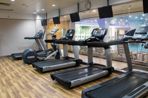 Das Fitnesscenter und/oder die Fitnesseinrichtungen in der Unterkunft Holiday Inn Shenzhen Donghua, an IHG Hotel