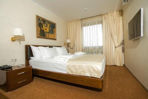 Кровать или кровати в номере Виктория Отель