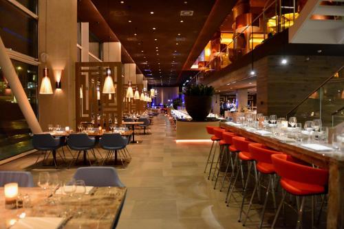 Een restaurant of ander eetgelegenheid bij Room Mate Aitana