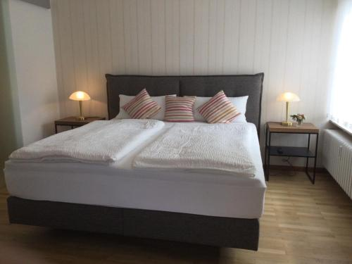 Ein Bett oder Betten in einem Zimmer der Unterkunft Gästehaus Weber-Loskill