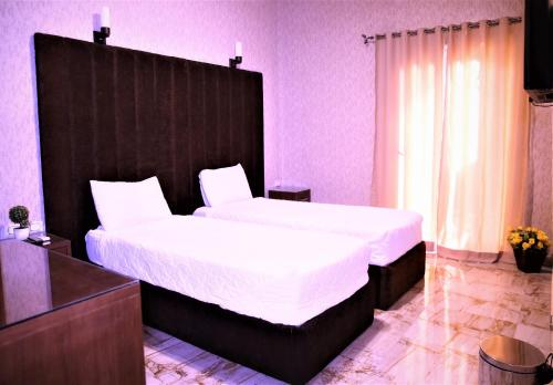 A bed or beds in a room at Valencia Hotel Downtown