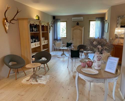 Гостиная зона в Residence Apolonija Guest House