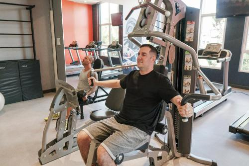 The fitness centre and/or fitness facilities at ibis Caxias do Sul