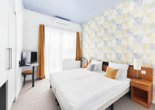 Een bed of bedden in een kamer bij Lorelei Pension Adults Only