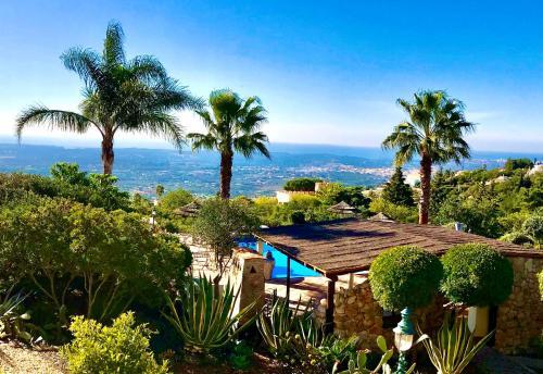 Uitzicht op het zwembad bij Monte Borboleta of in de buurt