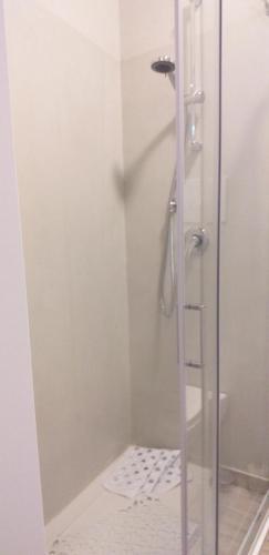 A bathroom at CAMERE SALERNO