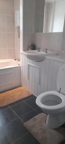 A bathroom at Penzance Cottage