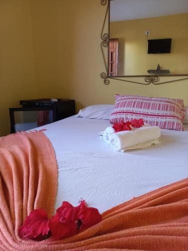 A bed or beds in a room at Porto Cajá