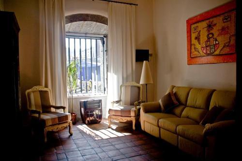 A seating area at Hotel Palacio Oxangoiti