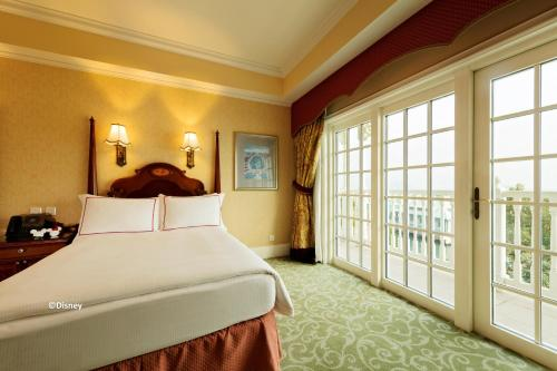 A bed or beds in a room at Hong Kong Disneyland Hotel