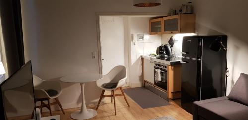 A kitchen or kitchenette at Ludwigstraße