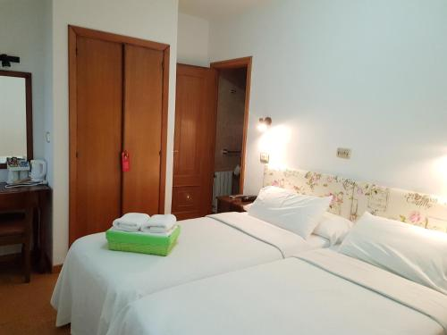 A bed or beds in a room at Carabela La Pinta