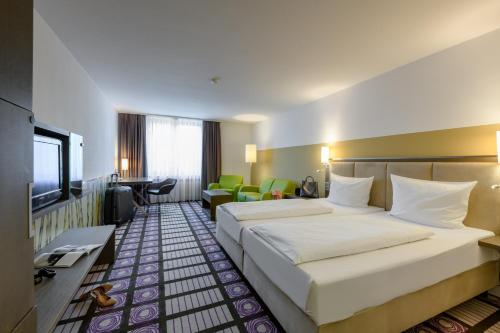 A bed or beds in a room at Mercure Parkhotel Mönchengladbach