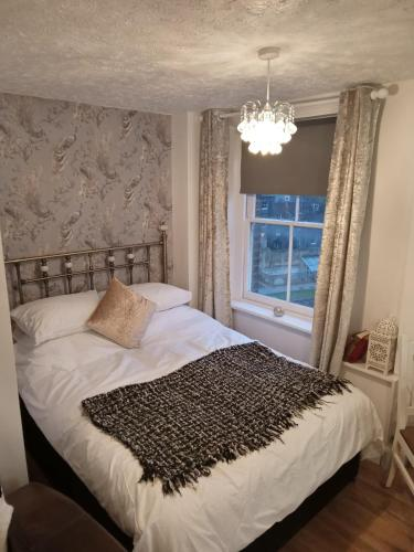 A bed or beds in a room at Havisham Studio Flat Rochester ME1 1XZ