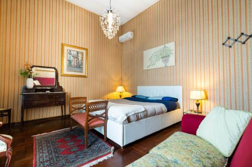 A bed or beds in a room at Donna Sabella