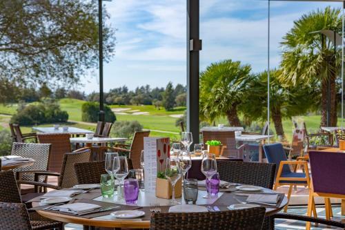 Een restaurant of ander eetgelegenheid bij Barceló Montecastillo Golf