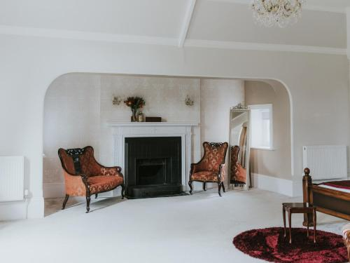 A seating area at Healing Manor Hotel