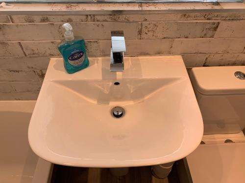 A bathroom at BEAUTIFUL SEMI DETACHED WITH PRETTY GARDEN