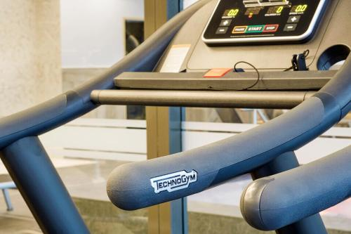 The fitness center and/or fitness facilities at Van der Valk Hotel Princeville Breda