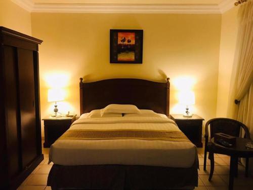 Cama ou camas em um quarto em Raihana Plaza 1