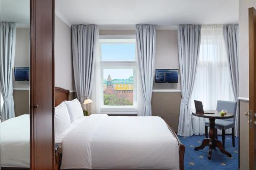A bed or beds in a room at MIRROS Hotel Moscow Kremlin (ex. Veliy)