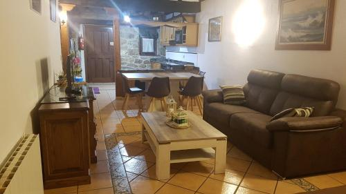 Zona de estar de CABORZAL casa rural completa