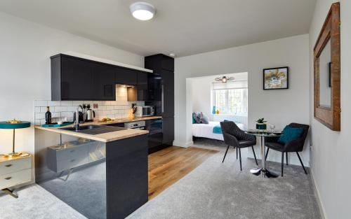 A kitchen or kitchenette at Coppergate Mews Apartment 2