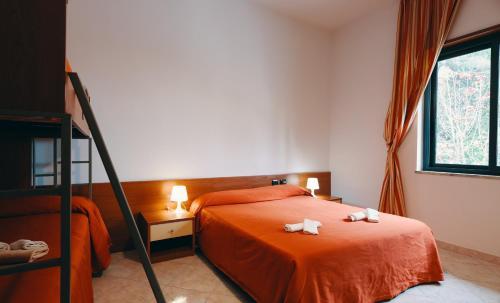 Letto o letti in una camera di Hotel Almas