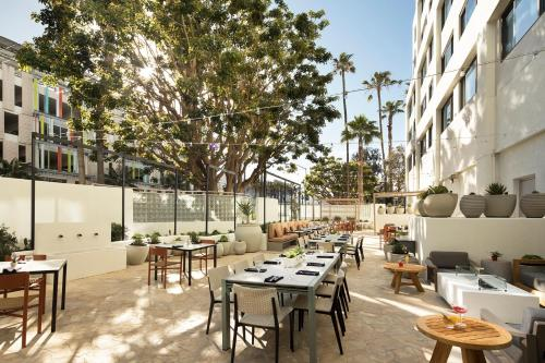 A restaurant or other place to eat at Hilton Santa Monica