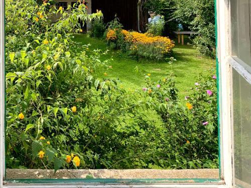 Ein Garten an der Unterkunft Radler-Rast