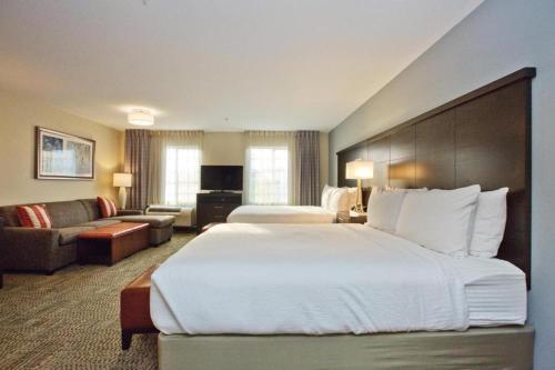 Krevet ili kreveti u jedinici u okviru objekta Staybridge Suites Austin South Interstate Hwy 35, an IHG Hotel