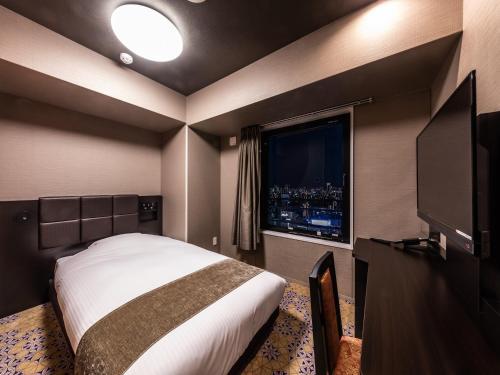 A television and/or entertainment centre at APA Hotel Shin Osaka-Eki Tower